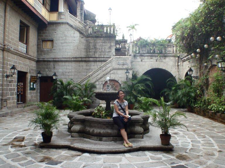 Di dalam Casa Manila.
