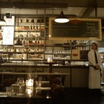 Bergeser ke Cafe Dudok yang kental dengan nuansa vintage.