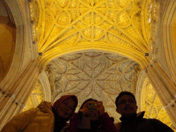 Di dalam Katedral Sevilla.